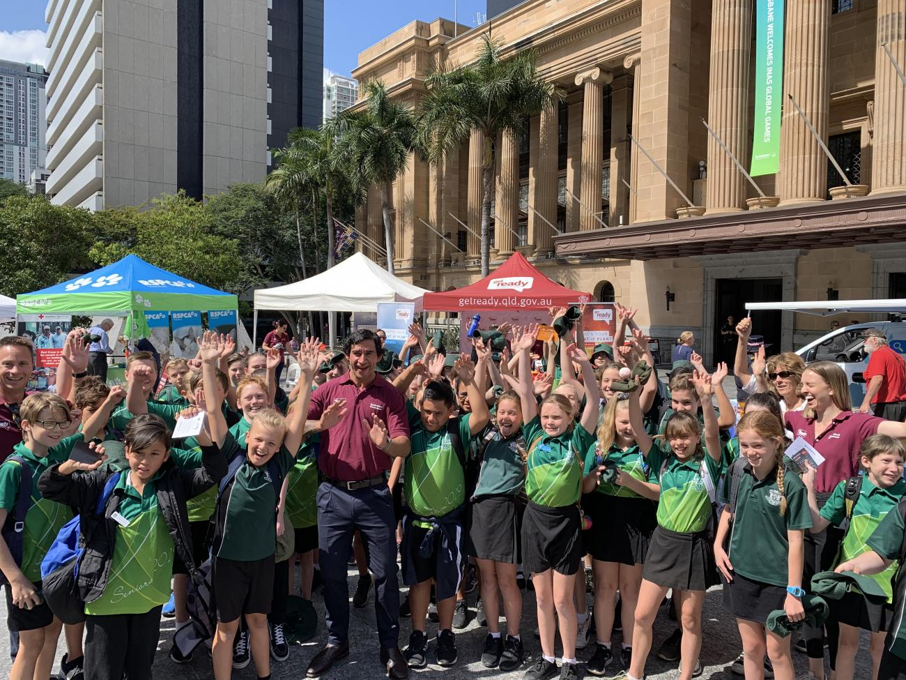 Jonathan Thurston and school kids at GRQ Week launch
